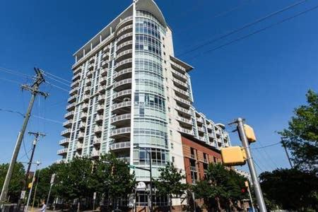 Beautiful Uptown Condo in the City Center