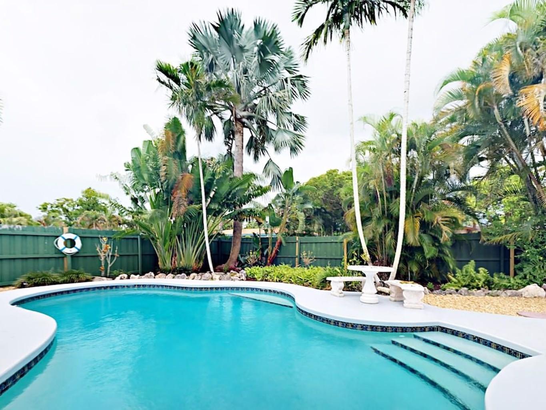 1br Tropical Triplex W Pool 1 Bedroom Duplex