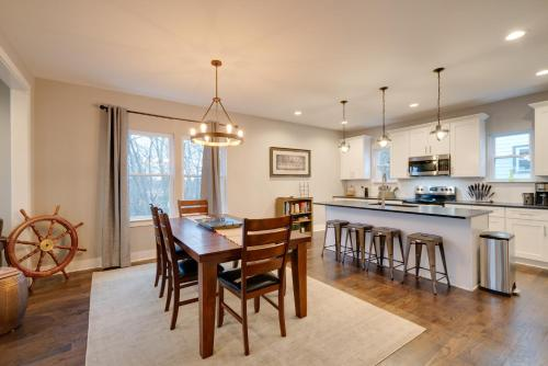 Cozy 6BD East Nashville Modern Home with King Bed