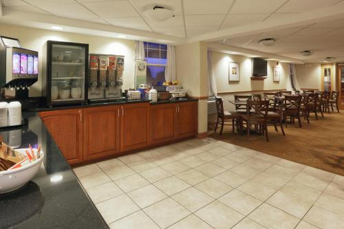 Country Inn & Suites by Radisson Rochester University Area NY
