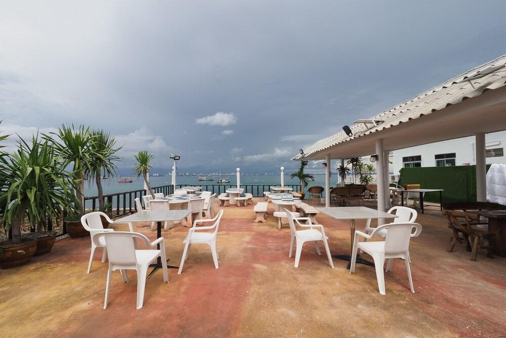 OYO 1100 Chidlom Resort