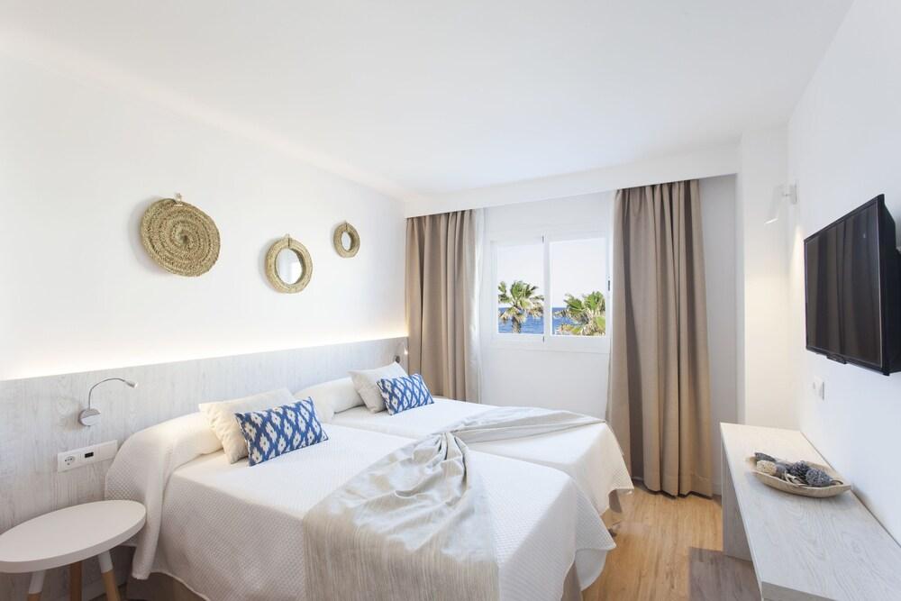 Gallery image of Apartamentos Ses Roquetes