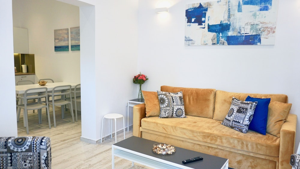 Lux Central Apt in Athens