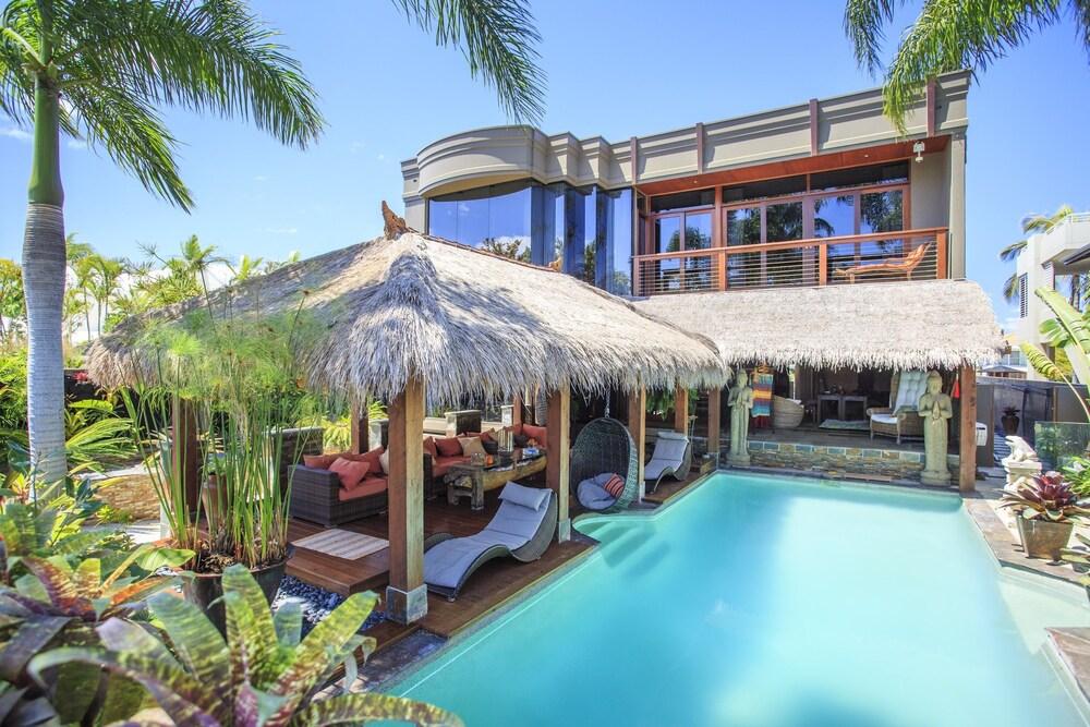 Bali Island Villa in Surfers Paradise