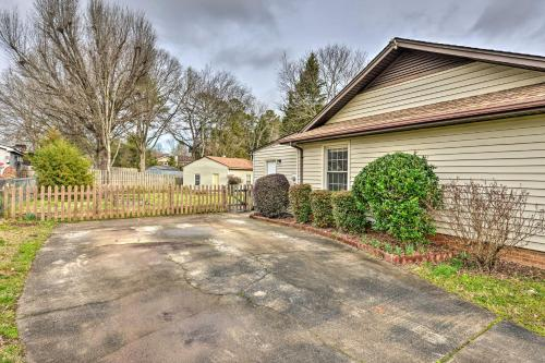 Cozy Home w Yard Less Than 1 Mi to Downtown Matthews