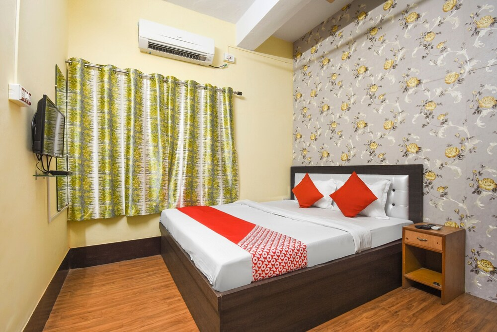 OYO 49183 Meera Guest House