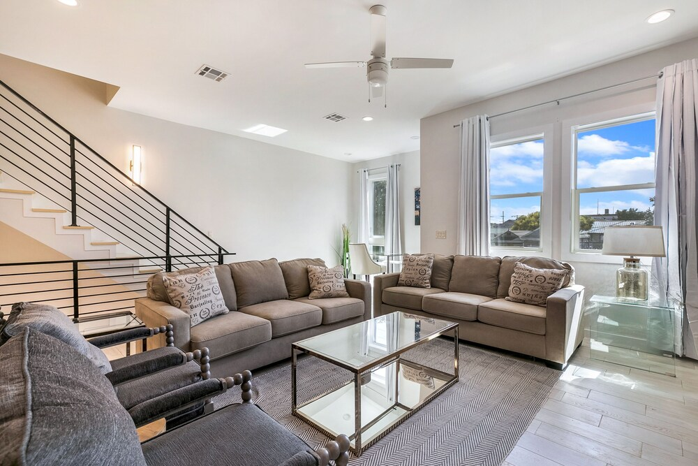 Bienville Townhouse in Mid City and Near FQ