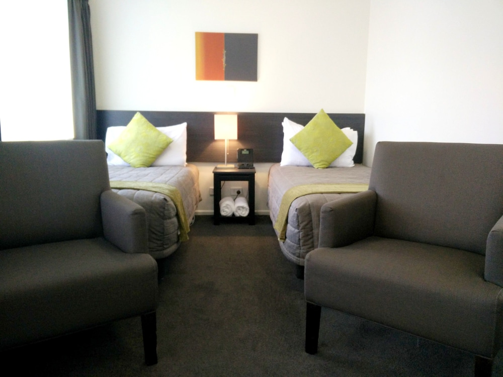 Gallery image of Airport Palms Motel