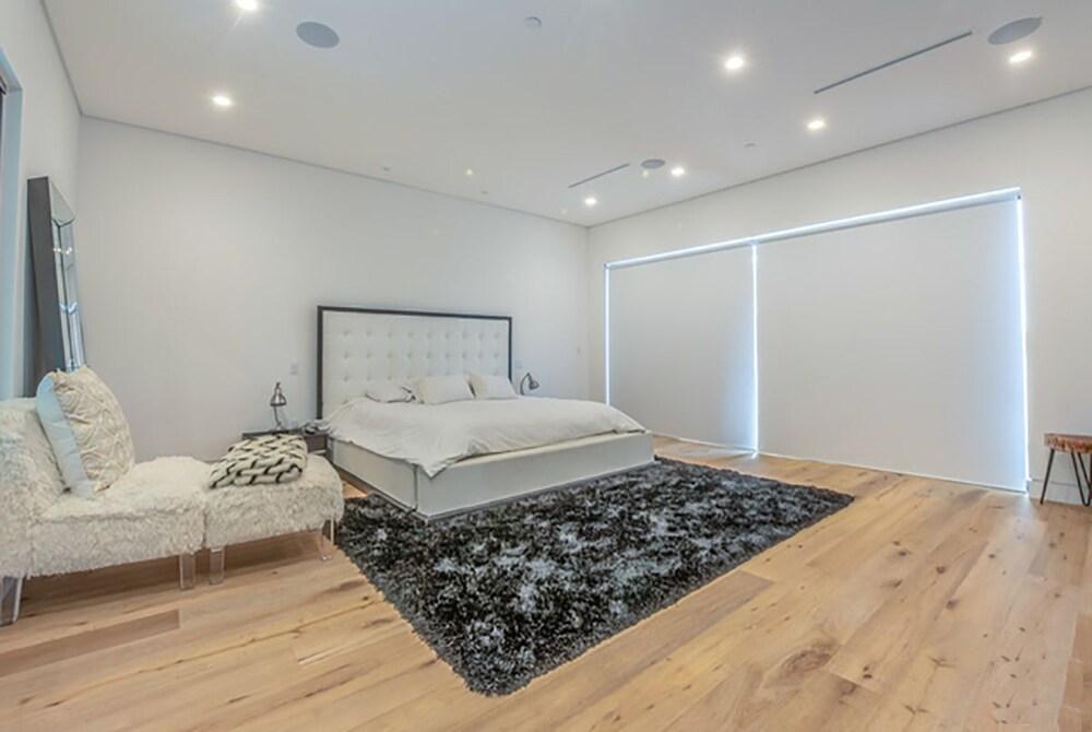 Laurel Modern Villa