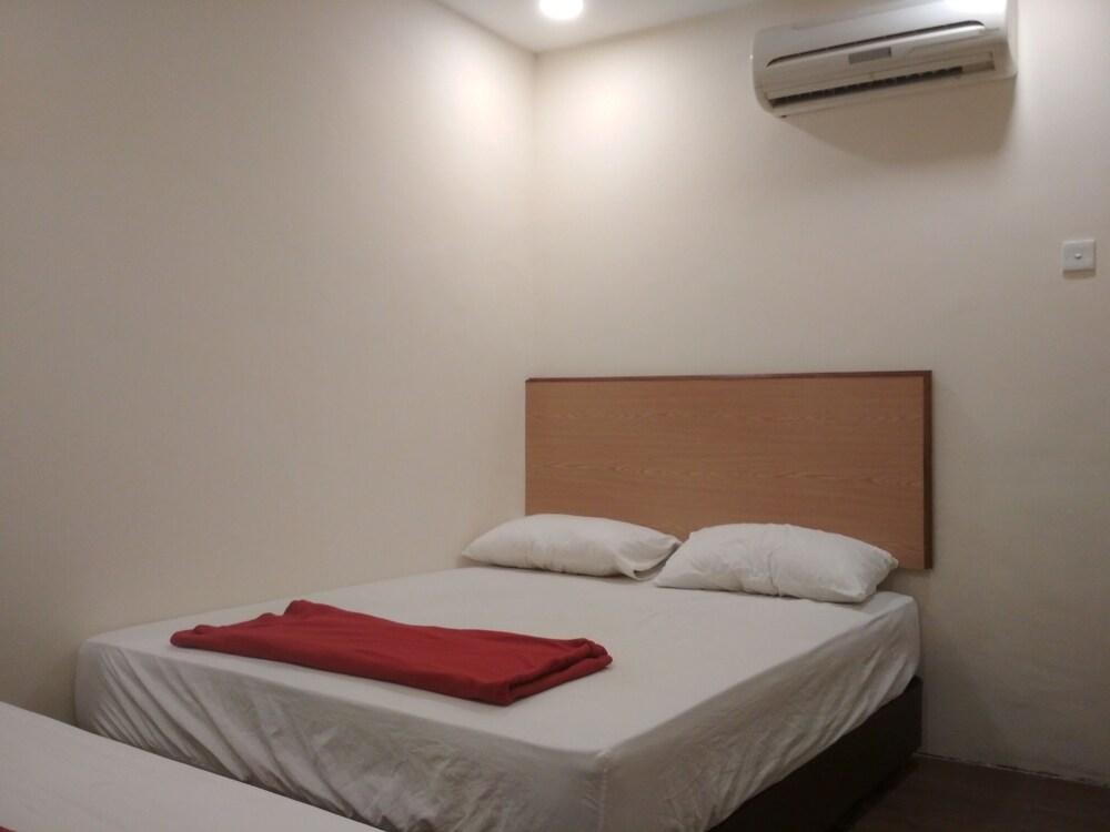 Eight Swera Hotel