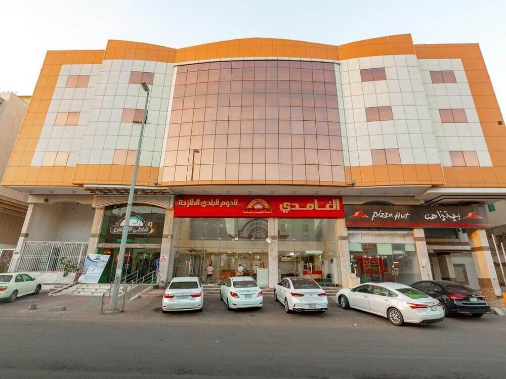 OYO 148 Shathi Almas Hotel Suites