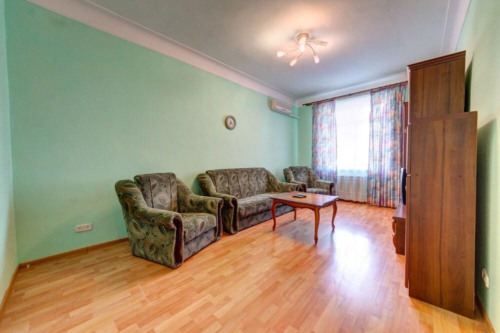 Apartment on Velyka Vasylkivska St 134