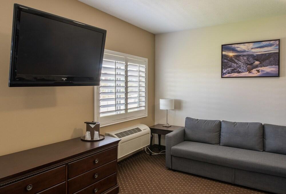 Gallery image of The Landmark Inn & Suites