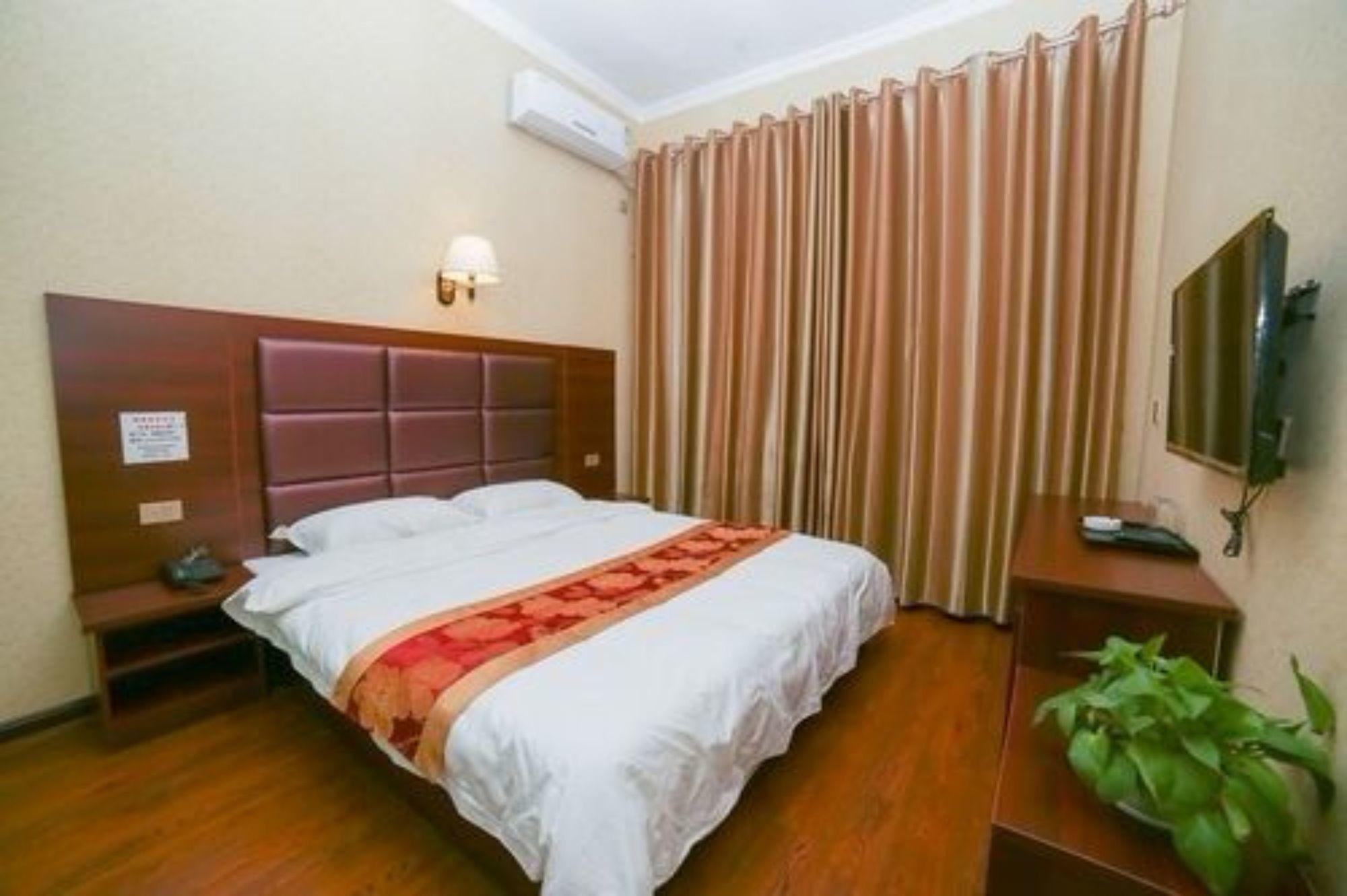 Airport Xincheng Yixin Business Hotel