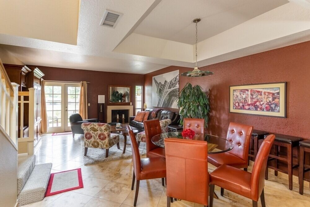 New Listing Phoenix Rose On The Fairway 2 Bedroom Townhouse