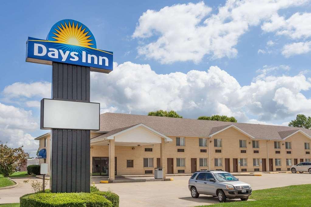 Gallery image of Days Inn by Wyndham Charleston