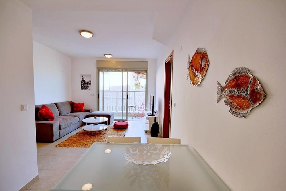2BDR Amazing Location with Parking