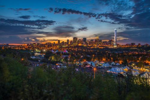 Heart of Edmonton: Luxurious 2BR2B Highrise