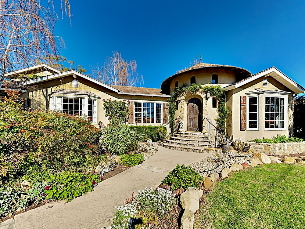 2BR 2BA Custom Montecito Home with Pool Spa by RedAwning
