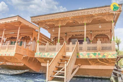 1 BR Houseboat in Dal Lake Srinagar by GuestHouser