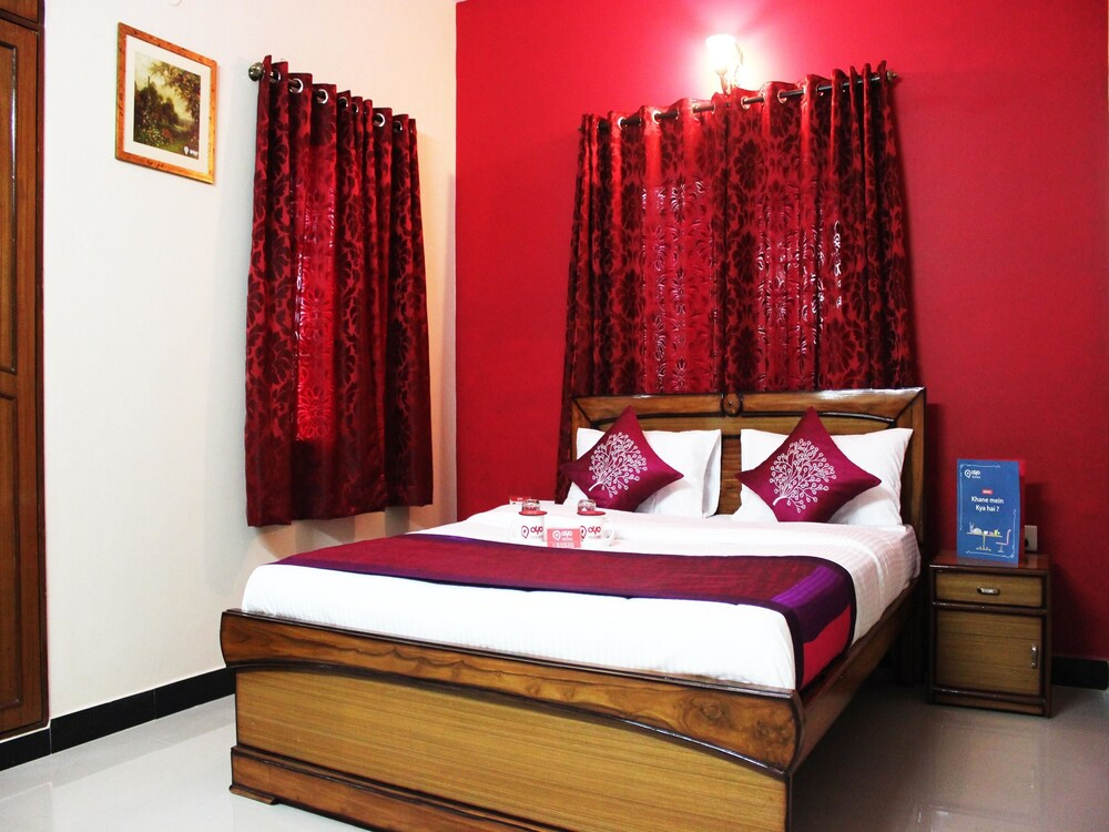 OYO Apartments MG Road Manipal Center