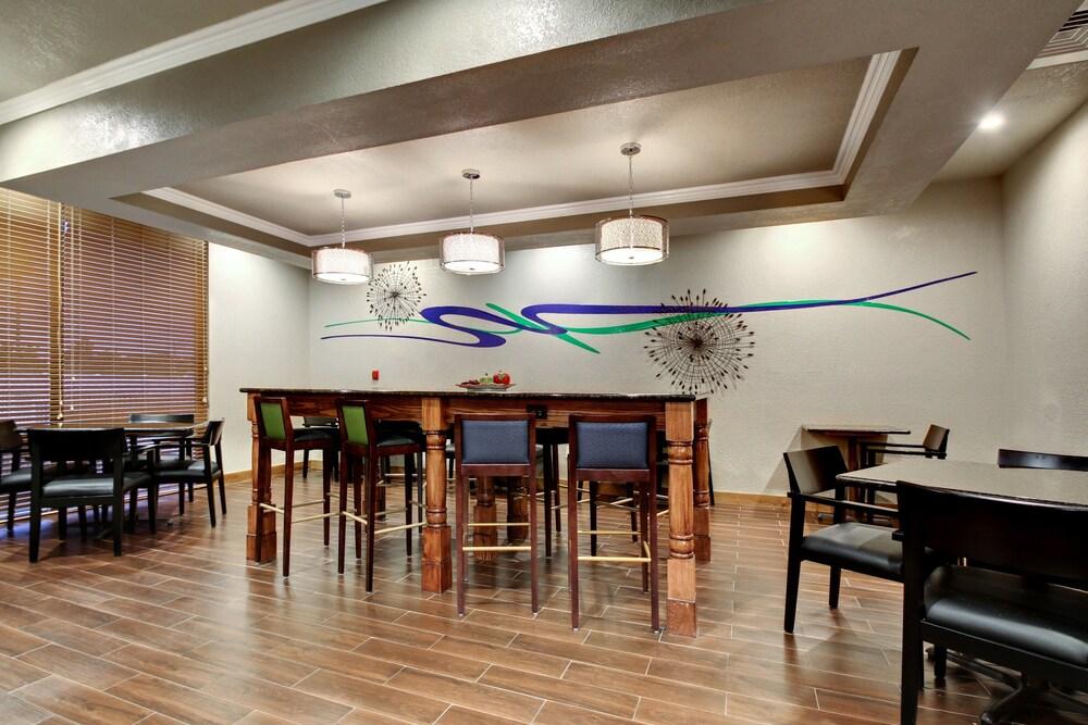 Gallery image of Holiday Inn Express Marshfield