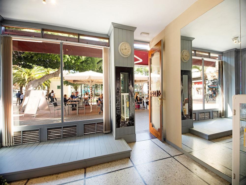 Gallery image of OYO Miami Santa Catalina