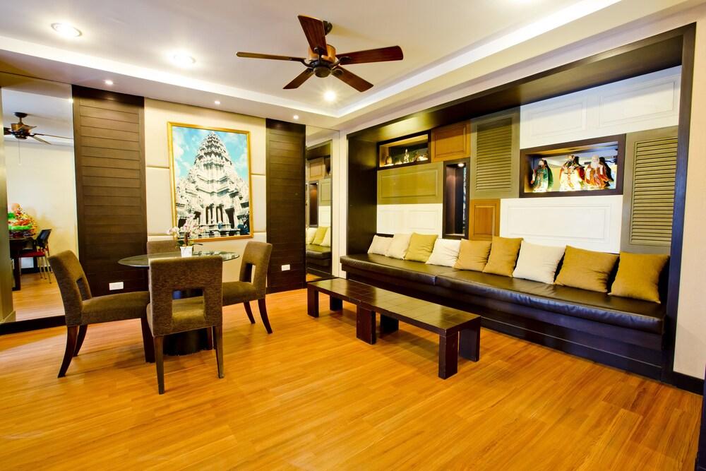 Gallery image of Sinsuvarn Airport Suite