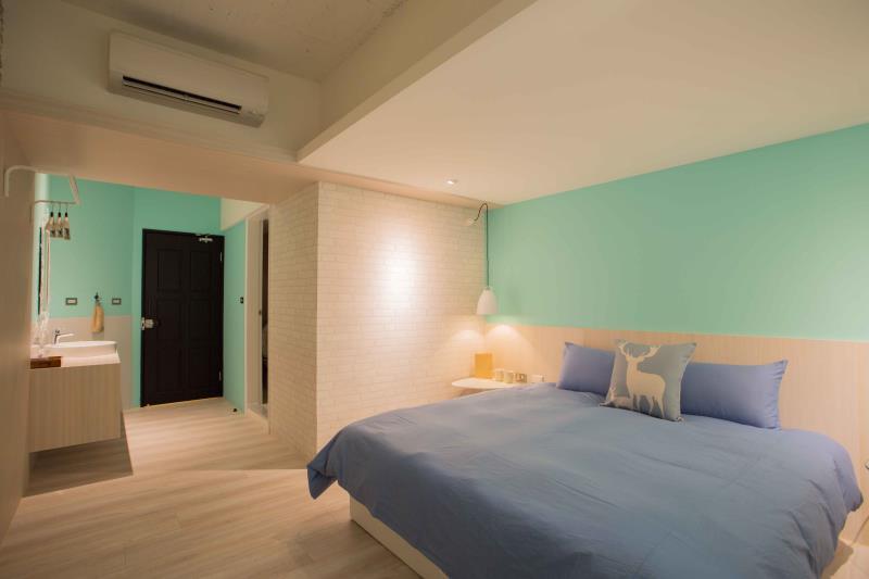mu hostel D Breakfast at Tiffanys double room