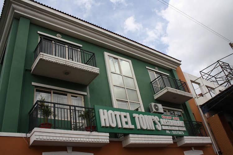 Toms Hotel