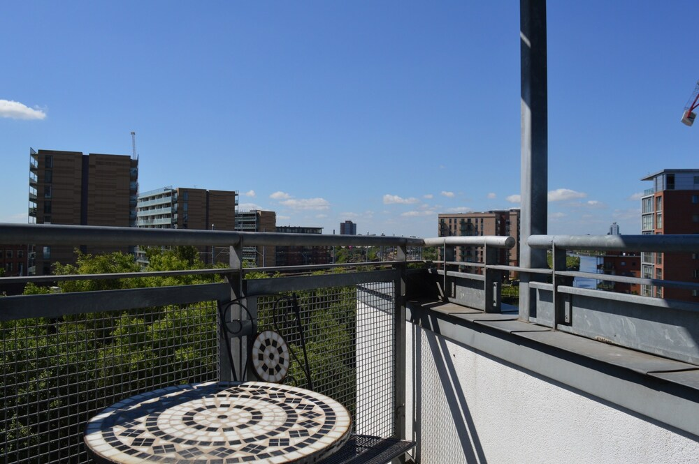 2 Bedroom Apartment With Balcony Overlooking River