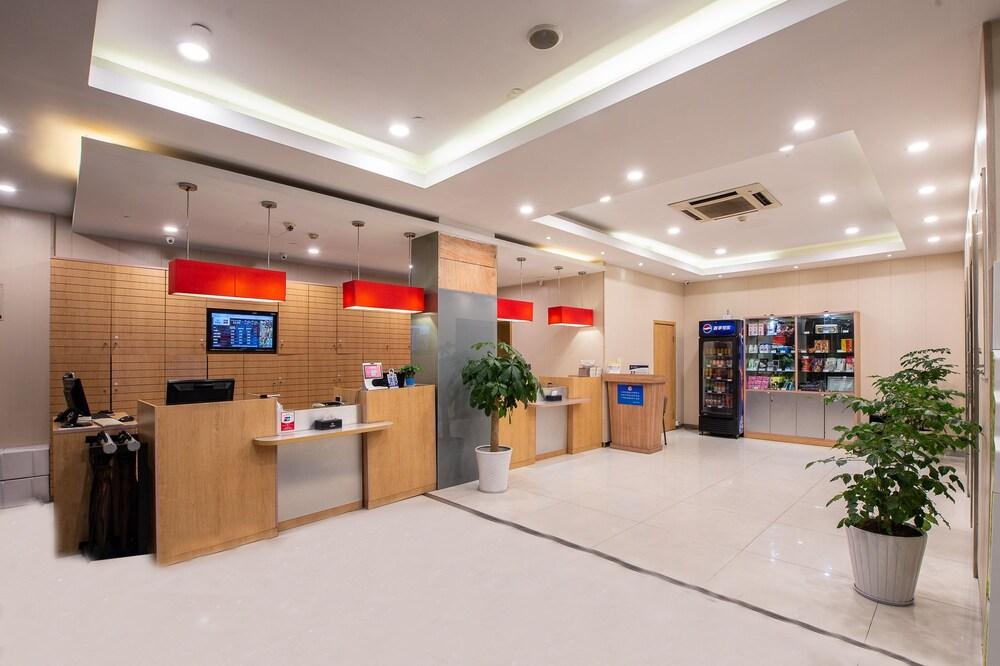 Gallery image of ibis Hangzhou Huanglong Sports Center