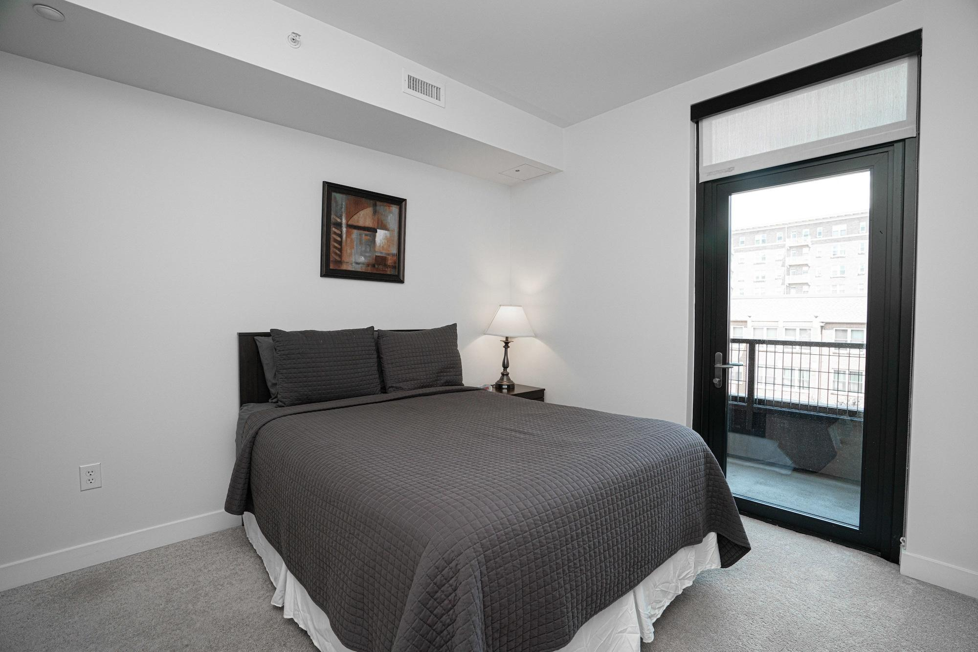 SoBe Belmont St Apartments