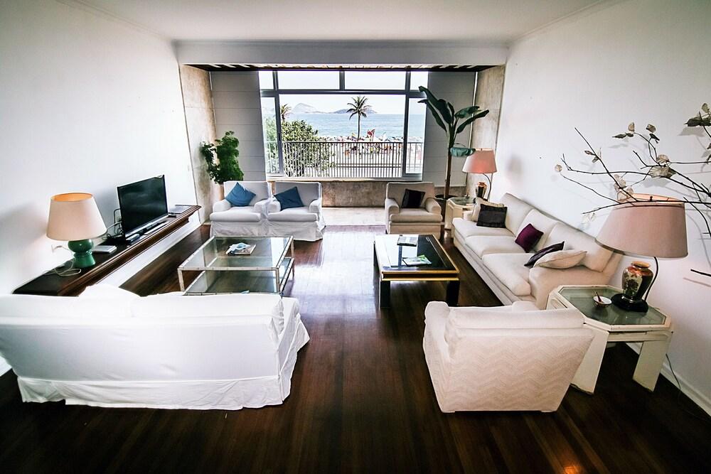 Rio Spot Apartment Q006