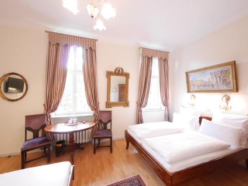 Hotel Rotdorn (هتل روتدورن)