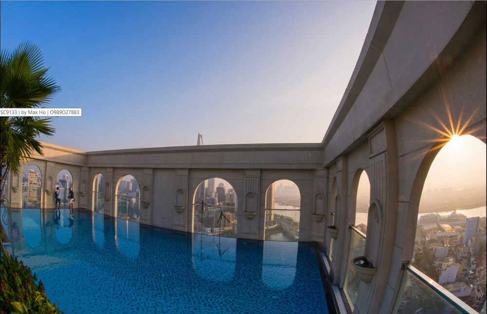Awesome CBD Luxury Apartment Icon56 Rooftop Pool