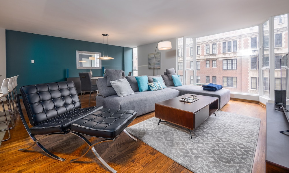 Mag Mile Lakeview Apartments by Barsala