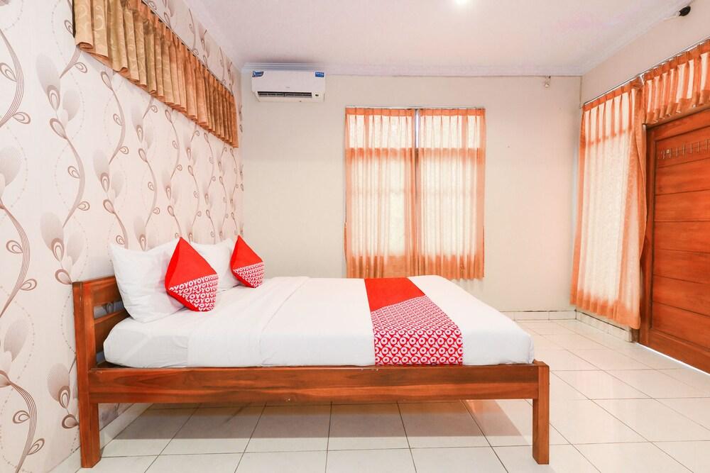 Gallery image of OYO 398 Hotel Family Syariah 2