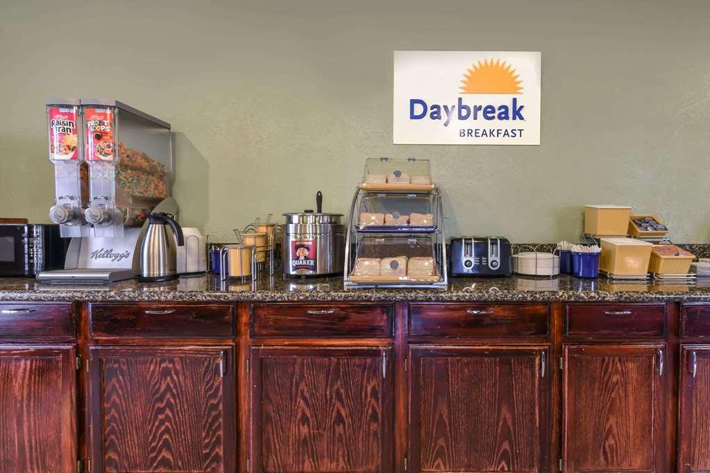 Gallery image of Days Inn by Wyndham Granbury