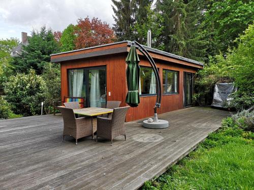 Cottage mit Pool und großem Garten