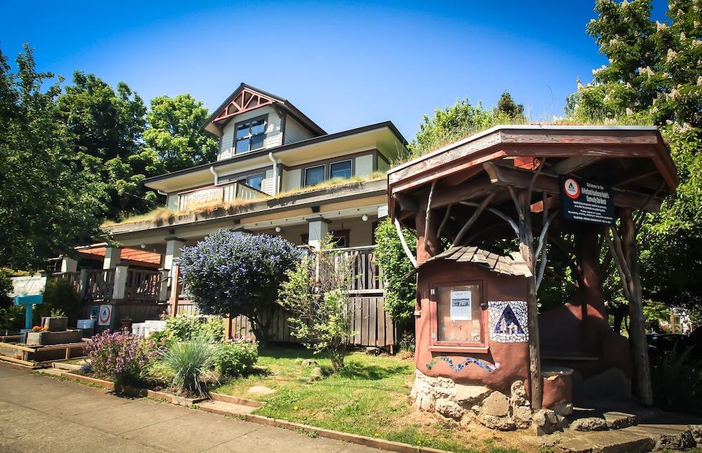 Hi Portland Hawthorne District Hostel