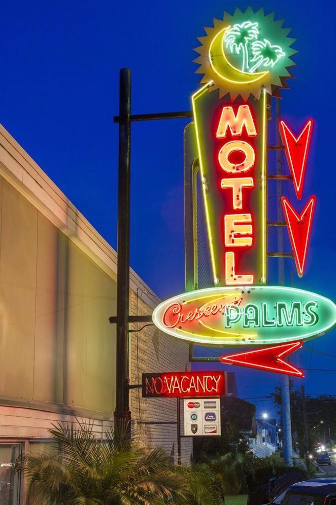 Crescent Palms Motel