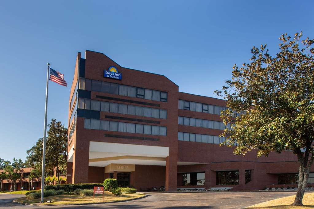 Days Inn & Suites by Wyndham Tallahassee Conf Center I 10