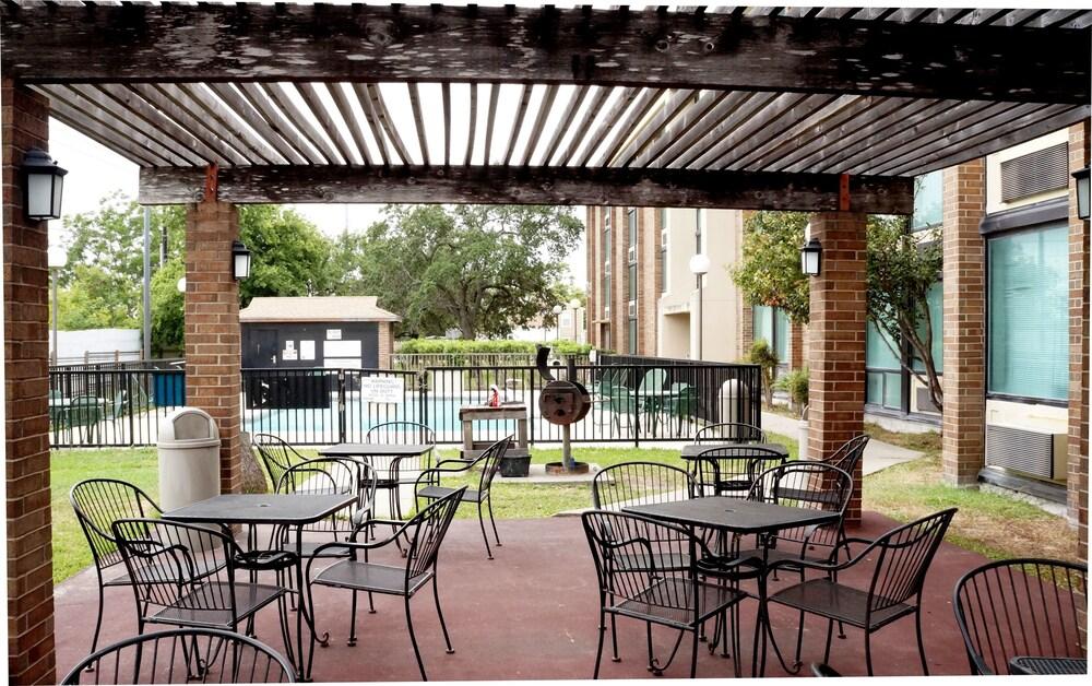 Gallery image of Plaza Inn