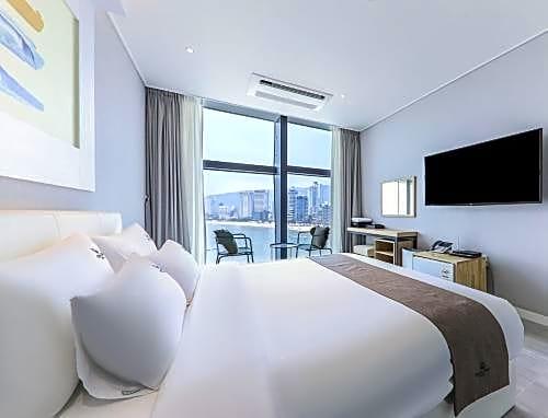 Gray 193 Hotel