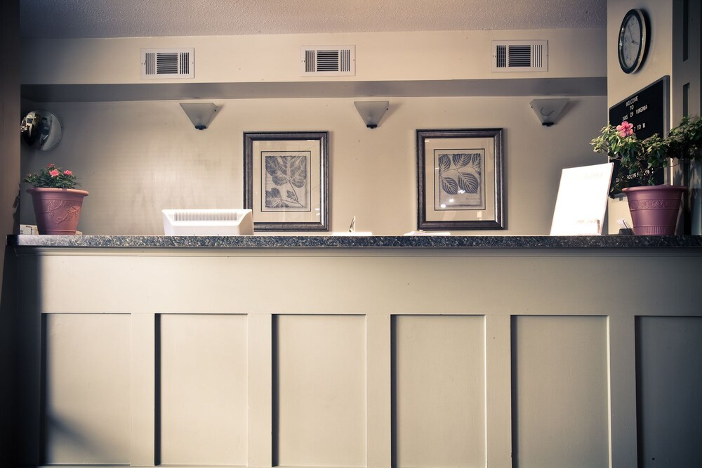 Gallery image of Inns of Virginia Falls Church