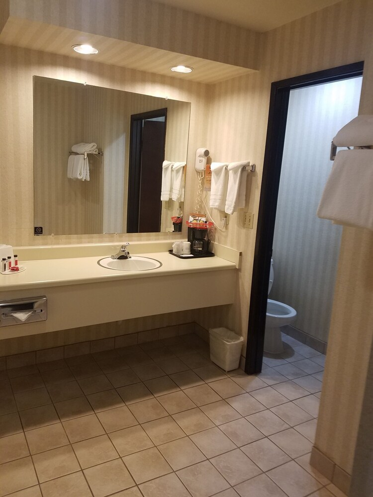 Gallery image of Howard Johnson by Wyndham Portland Airport
