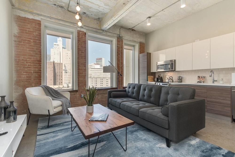 Brand New Stunning Unit Downtown