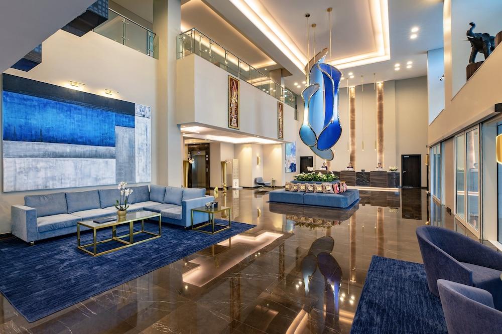 Centara West Bay Residences & Suites