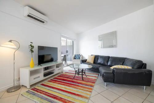 Peaceful 1 Bedroom Apartment with Parking